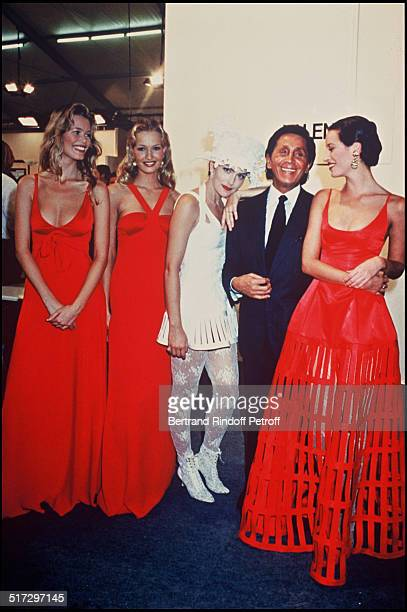 Sharon Stone Claudia Schiffer Karen Mulder Christy Turlington Bacstage Valentino ready to wear fashion show spring summer 1994 collection in Paris