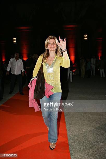 Sharon Von Wietersheim Bei Der Gabriele Blachnik Modenschau Der Herbst Winter 2005/2006 Kollektion In Der Kassenhalle Des Herkulessaals Der Residenz...