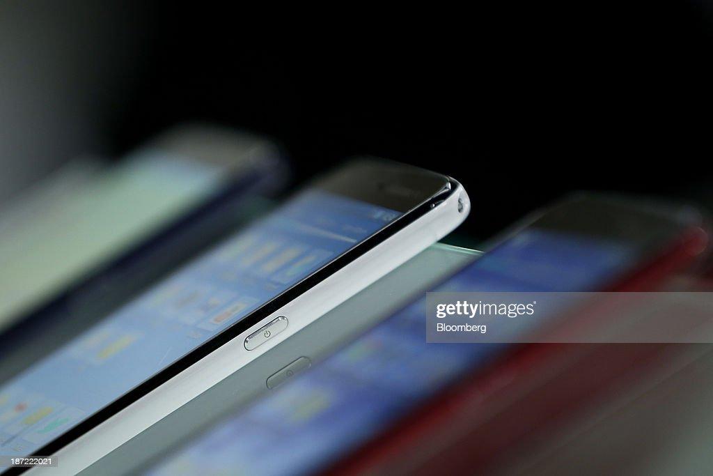 Sharp Corp  Aquos Phone Zeta SH-01F smartphones for NTT