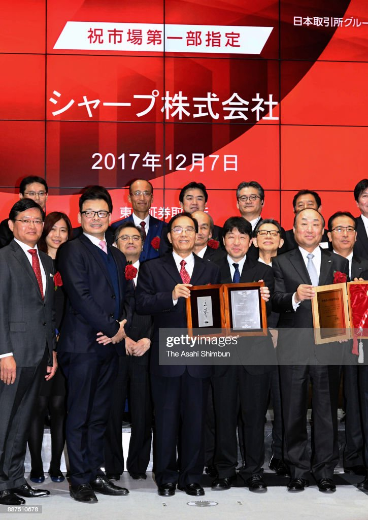 Sharp Corp President Tai Jeng Wu (C) shows a certificate during a ceremony at the Tokyo Stock Exchange on December 7, 2017 in Tokyo, Japan. Sharp returns to the first section of the exchange after Taiwanese Hon Hai Precision, as known as Foxconn, acquired in August last year.