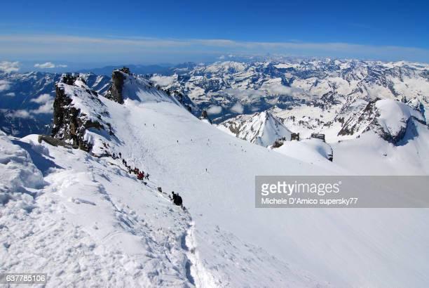 sharp ridge above glaciers. - parco nazionale del gran paradiso foto e immagini stock