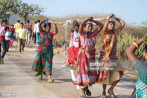 Shatrunjaya, Female porters carry Jain Pilgrim