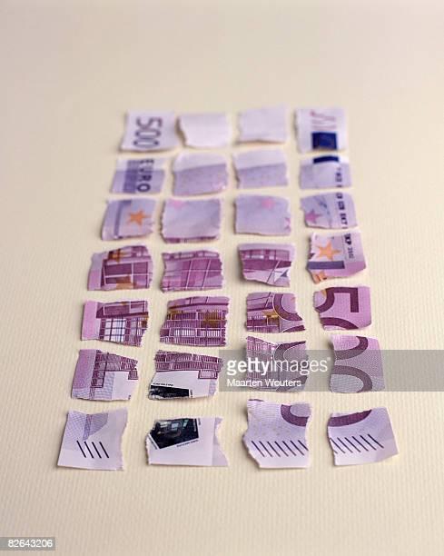 shattered 500 euro bill - billete de banco de quinientos euros fotografías e imágenes de stock