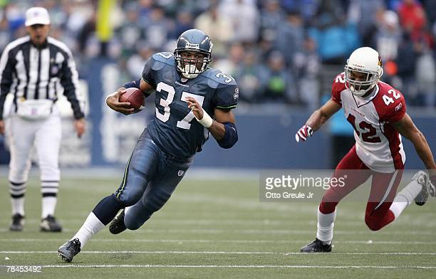 Shaun Alexander of the Seattle Seahawks carries the ball against the Arizona Cardinals December 9 2007 at Qwest Field in Seattle Washington The...