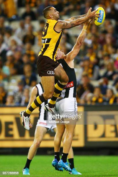 Shaun Burgoyne of the Hawks competes for the ball over Adam Treloar of the Magpies during the round one AFL match between the Hawthorn Hawks and the...
