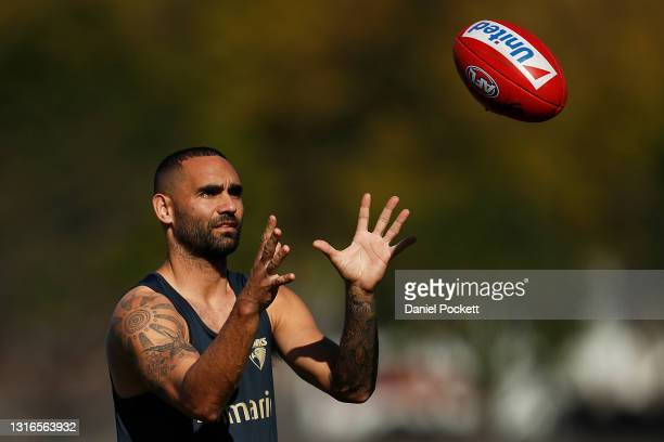 Shaun Burgoyne of the Hawks in action during a Hawthorn Hawks AFL training session at Waverley Park on May 06, 2021 in Melbourne, Australia.