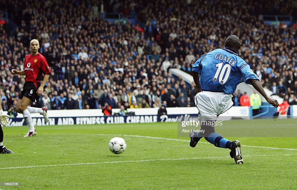 Shaun Goater scores the 2nd goal : News Photo