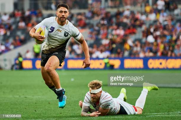 Shaun Johnson of New Zealand runs the ball during the semi-final Rugby League World Cup 9s match between New Zealand and England at Bankwest Stadium...