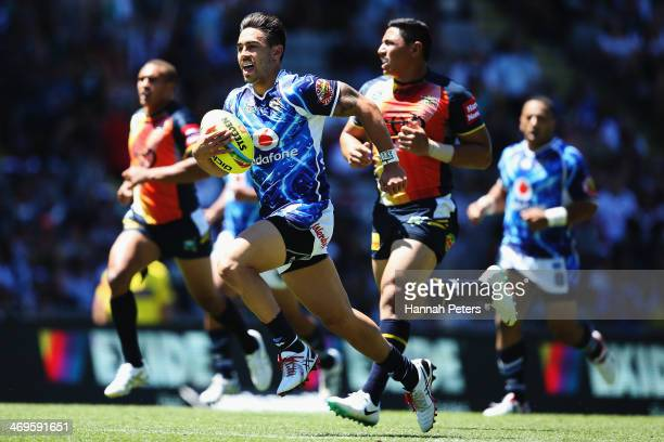 Shaun Johnson of the Warriors breaks away to score a try during the match between the New Zealand Warriors and the North Queensland Cowboys in the...