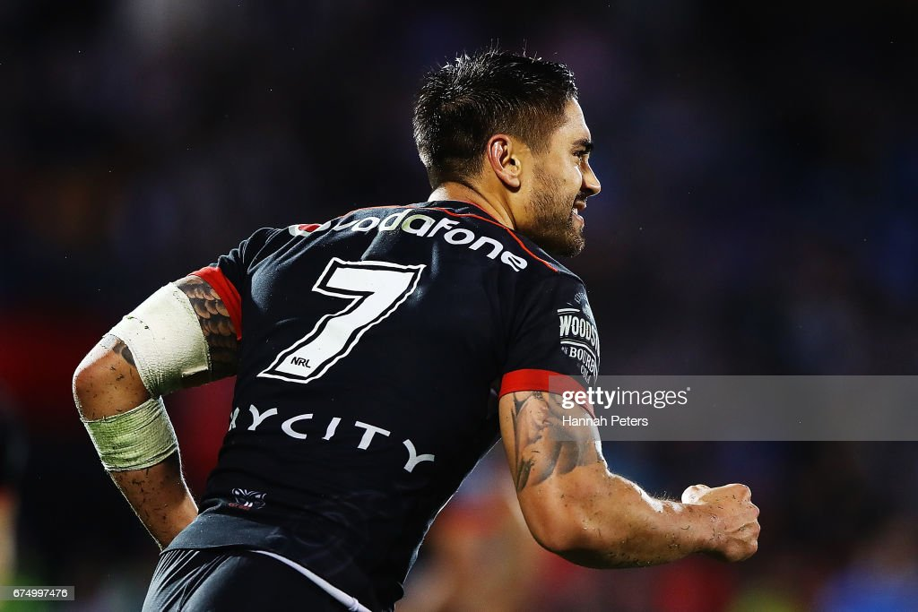 Shaun Johnson of the Warriors celebrates after kicking the winning penalty during the round nine NRL match between the New Zealand Warriors and the Sydney Roosters at Mt Smart Stadium on April 30, 2017 in Auckland, New Zealand.