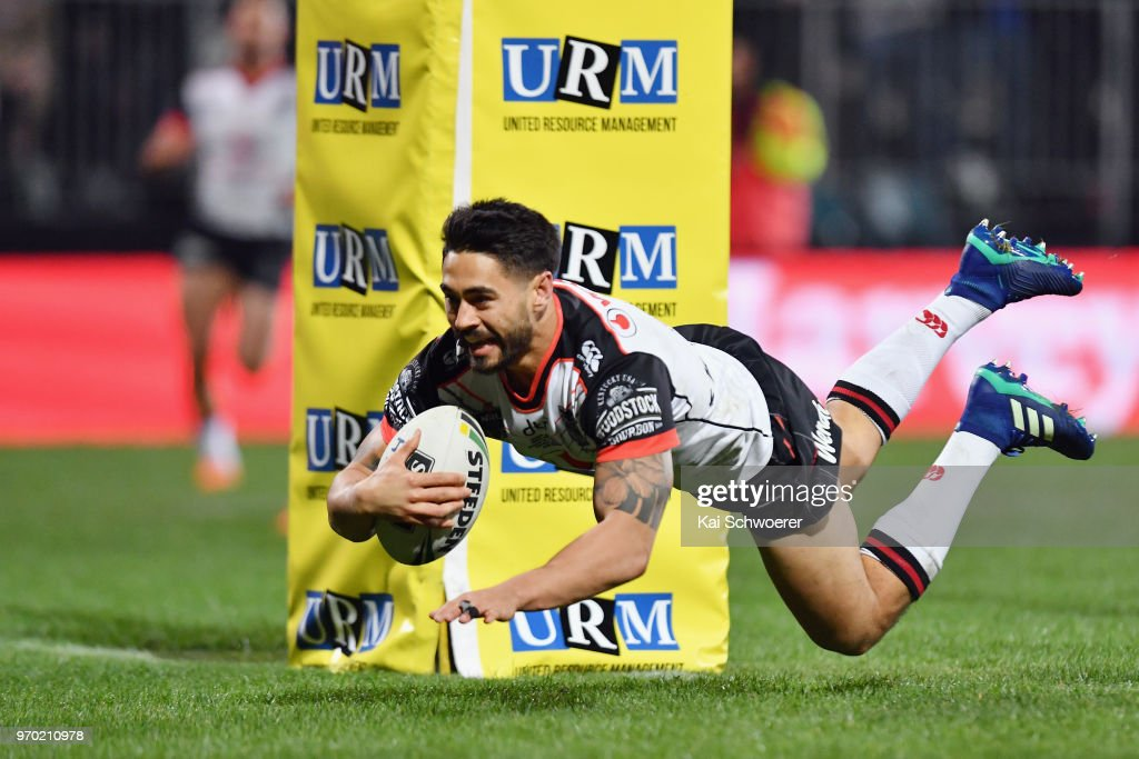 Shaun Johnson of the Warriors dives over to score a try during the round 14 NRL match between the Manly Sea Eagles and the New Zealand Warriors at AMI Stadium on June 9, 2018 in Christchurch, New Zealand.
