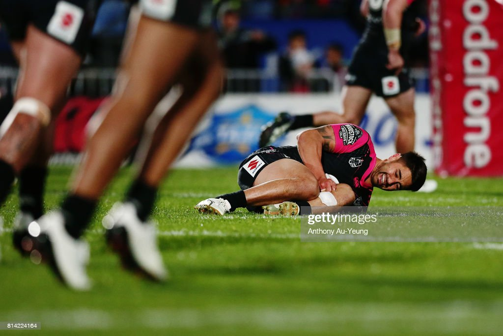 Shaun Johnson of the Warriors reacts after picking up an injury during the round 19 NRL match between the New Zealand Warriors and the Penrith Panthers at Mt Smart Stadium on July 14, 2017 in Auckland, New Zealand.