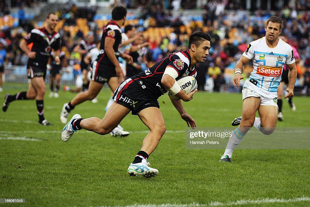 Shaun Johnson of the Warriors runs into score a try during the round eight NRL match between the New Zealand Warriors and the Gold Coast Titans at Mt Smart Stadium on May 5, 2013 in Auckland, New Zealand.