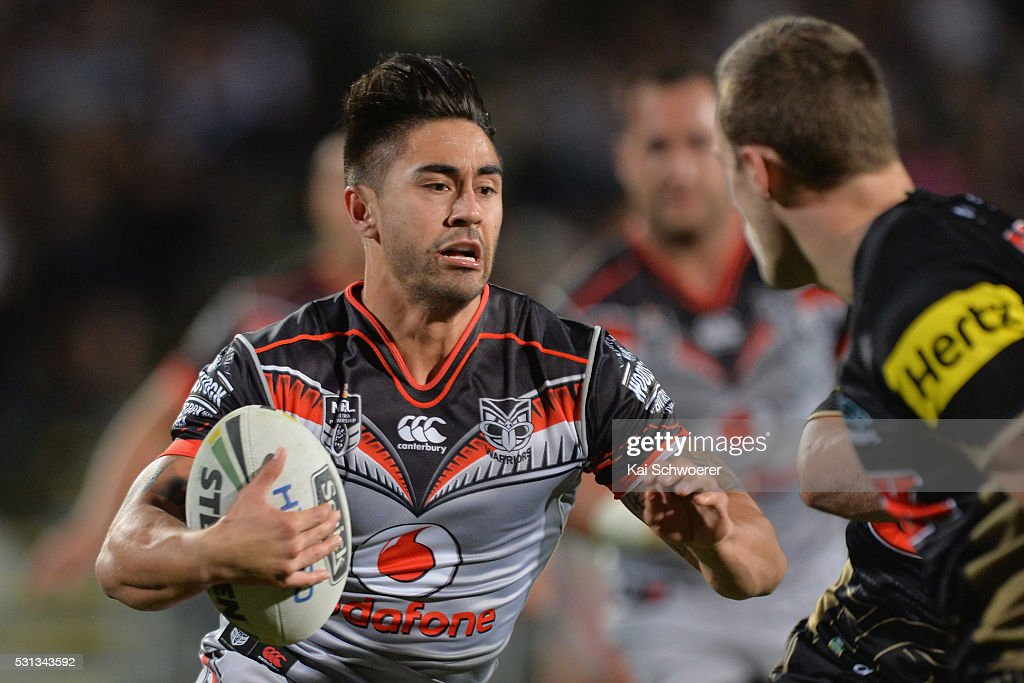 Shaun Johnson of the Warriors runs with the ball during the round 10 NRL match between the Penrith Panthers and the New Zealand Warriors at AMI Stadium on May 14, 2016 in Christchurch, New Zealand.
