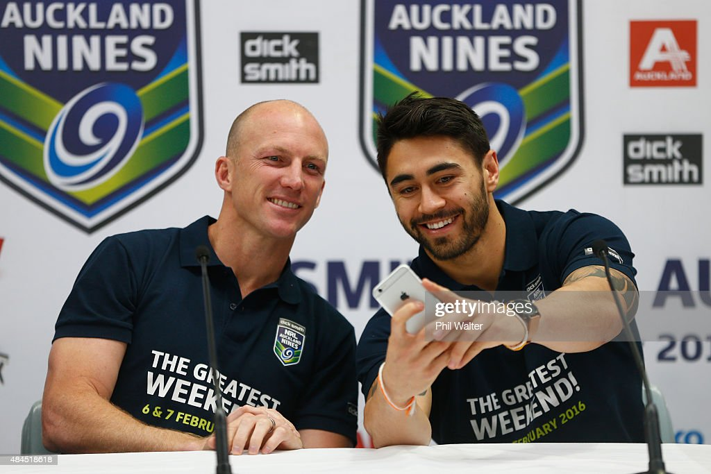 Shaun Johnson of the Warriors (R) takes a selfie photo with Darren Lockyer (L)before a NRL Nines press conference at Dick Smith Manukau on August 20, 2015 in Auckland, New Zealand.