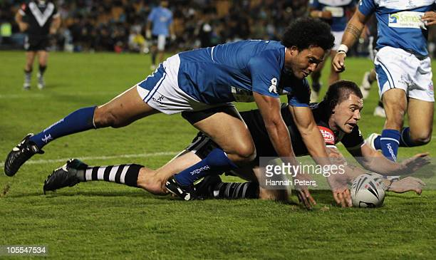 Shaun KennyDowall of the New Zealand Kiwis dives over to score as Francis Meli of Samoa defends during the international match between New Zealand...