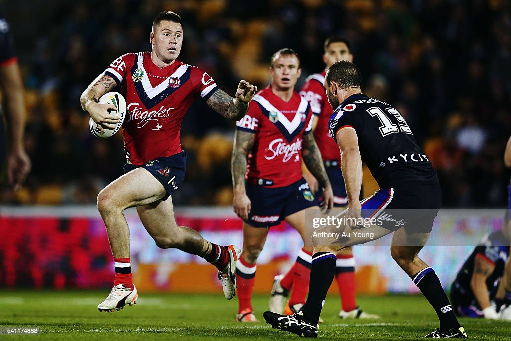 Shaun Kenny-Dowall of the Roosters makes a run at Simon Mannering of the Warriors during the round 15 NRL match between the New Zealand Warriors and the Sydney Roosters at Mt Smart Stadium on June 19, 2016 in Auckland, New Zealand.