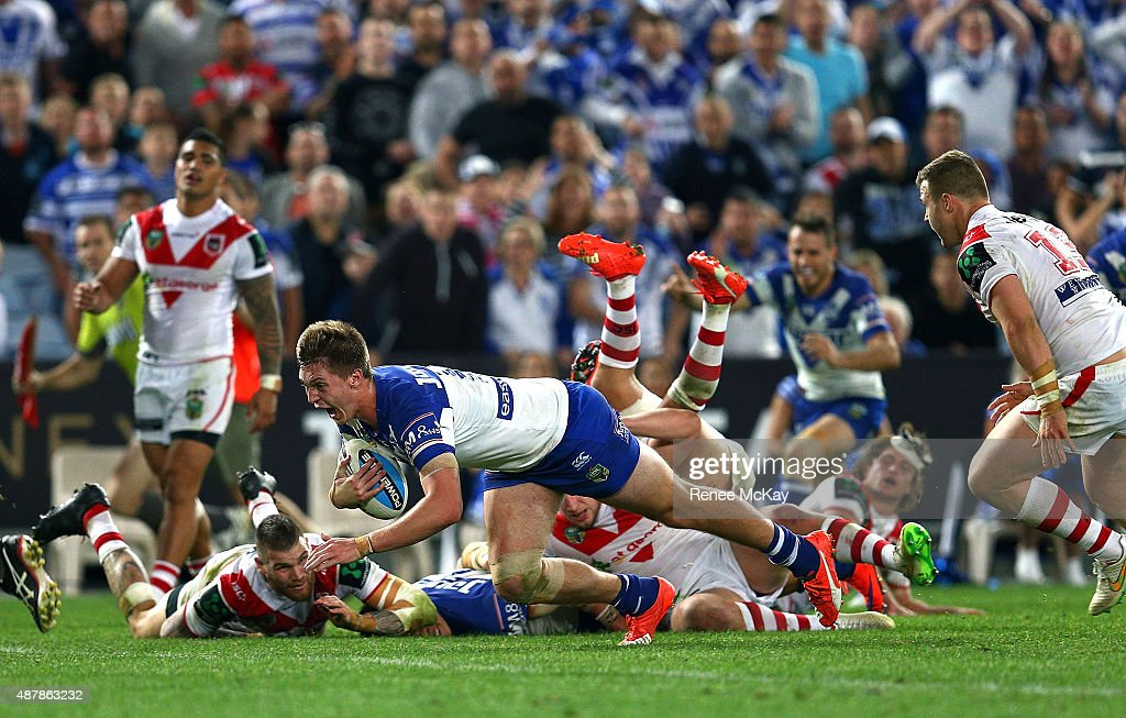 Shaun Lane of the Bulldogs scores a try during the NRL Elimination Final match between the Canterbury Bulldogs and the St George Illawarra Dragons at ANZ Stadium on September 12, 2015 in Sydney, Australia.