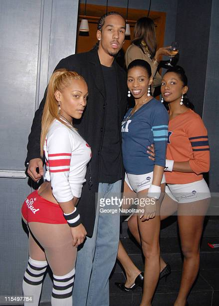 Shaun Livingston and Bud Light girls during Super Bowl XLI - Cuba Gooding Jr. And LA Clippers Super Bowl Party at 40/40 Club in New York City at...