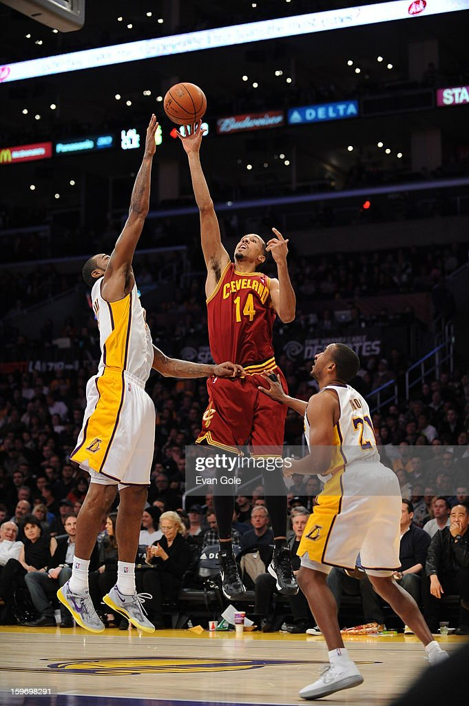Shaun Livingston #14 of the Cleveland Cavaliers shoots against Earl Clark #6 and Chris Duhon #21 of the Los Angeles Lakers at Staples Center on January 13, 2013 in Los Angeles, California.