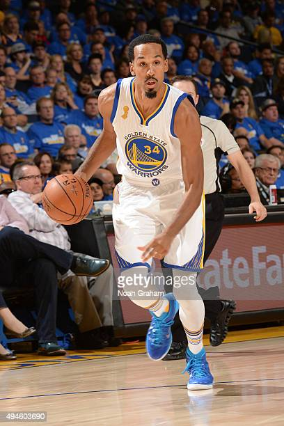 Shaun Livingston of the Golden State Warriors brings the ball up court against the New Orleans Pelicans on October 27 2015 at Oracle Arena in Oakland...