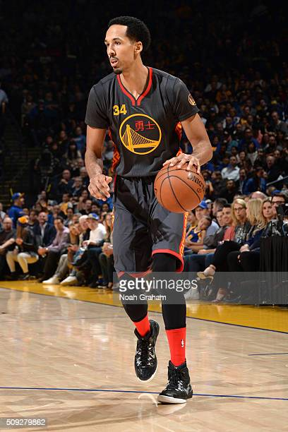 Shaun Livingston of the Golden State Warriors brings the ball up court against the Houston Rockets on February 9 2016 at Oracle Arena in Oakland...