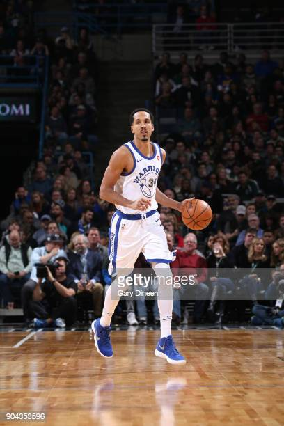 Shaun Livingston of the Golden State Warriors dibbles the ball against the Milwaukee Bucks on January 12 2018 at the BMO Harris Bradley Center in...