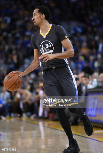 Shaun Livingston of the Golden State Warriors dribbles the ball on offense against the New Orleans Pelicans in the third quarter of their NBA...