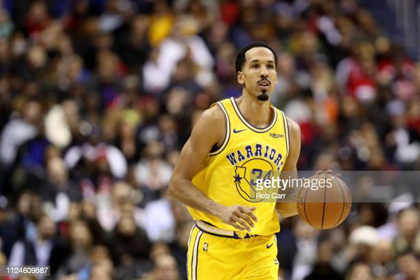 Shaun Livingston of the Golden State Warriors dribbles the ball against the Washington Wizards in the first half at Capital One Arena on January 24,...