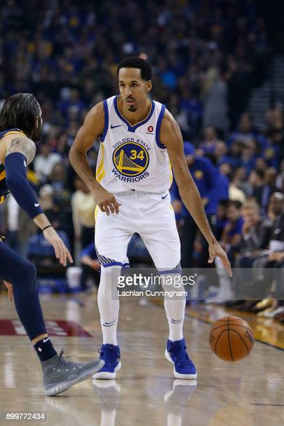 Shaun Livingston of the Golden State Warriors dribbles the ball up court against the Utah Jazz at ORACLE Arena on December 27 2017 in Oakland...