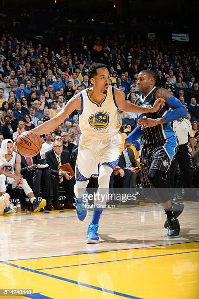 Shaun Livingston of the Golden State Warriors drives to the basket against the Orlando Magic during the game on March 7 2016 at ORACLE Arena in...