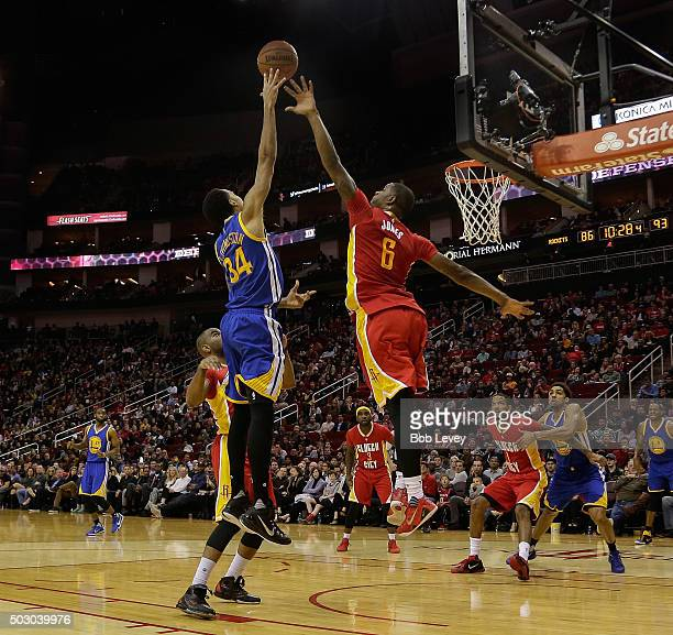 Shaun Livingston of the Golden State Warriors floats a shot over Terrence Jones of the Houston Rockets in the fourth quarter at Toyota Center on...