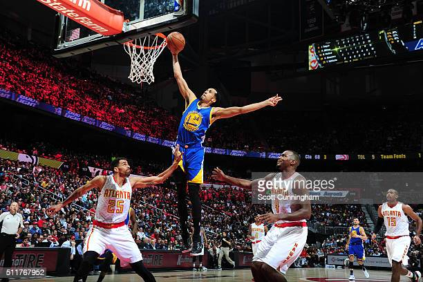 Shaun Livingston of the Golden State Warriors goes up for a dunk against the Atlanta Hawks on February 22 2016 at Philips Center in Atlanta Georgia...