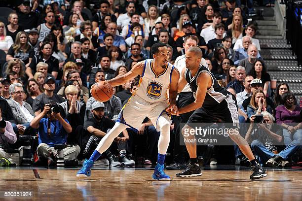 Shaun Livingston of the Golden State Warriors handles the ball during the game against the San Antonio Spurs on April 10 2016 at the ATT Center in...