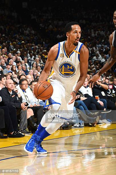 Shaun Livingston of the Golden State Warriors handles the ball during a game against the San Antonio Spurs on October 25 2016 at ORACLE Arena in...