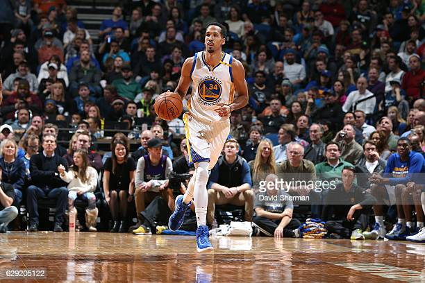 Shaun Livingston of the Golden State Warriors handles the ball during the game against the Minnesota Timberwolves on December 11 2016 at Target...