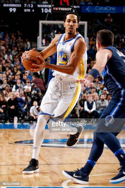Shaun Livingston of the Golden State Warriors handles the ball during the game against the Dallas Mavericks on January 3 2018 at the American...