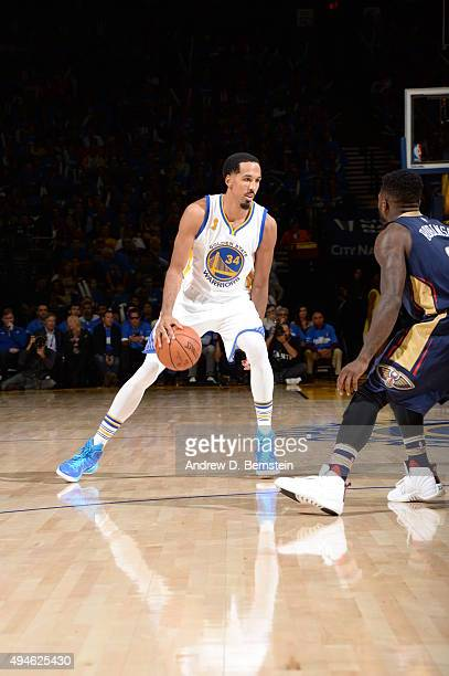 Shaun Livingston of the Golden State Warriors handles the ball against the New Orleans Pelicans on October 27 2015 at ORACLE Arena in Oakland...
