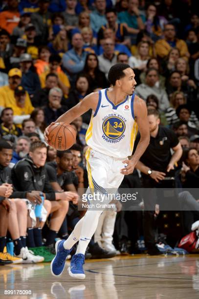 Shaun Livingston of the Golden State Warriors handles the ball against the Utah Jazz on December 27 2017 at ORACLE Arena in Oakland California NOTE...