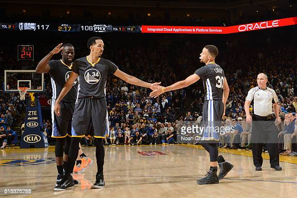 Shaun Livingston of the Golden State Warriors high fives teammate Stephen Curry during the game against the Phoenix Suns on March 12 2016 at Oracle...