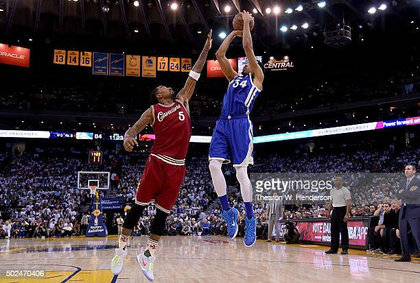 Shaun Livingston of the Golden State Warriors shoots over JR Smith of the Cleveland Cavaliers during their NBA basketball game at ORACLE Arena on...