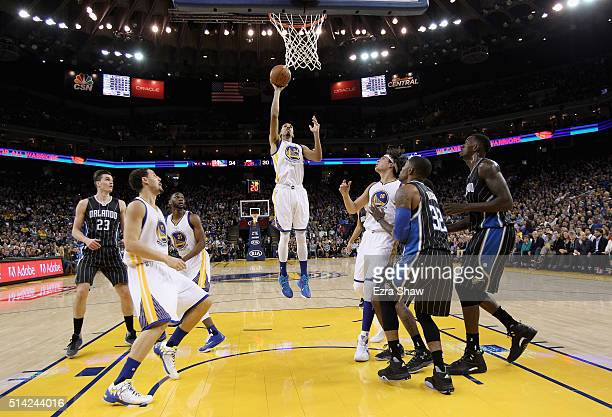 Shaun Livingston of the Golden State Warriors shoots the ball against the Orlando Magic at ORACLE Arena on March 7 2016 in Oakland California NOTE TO...