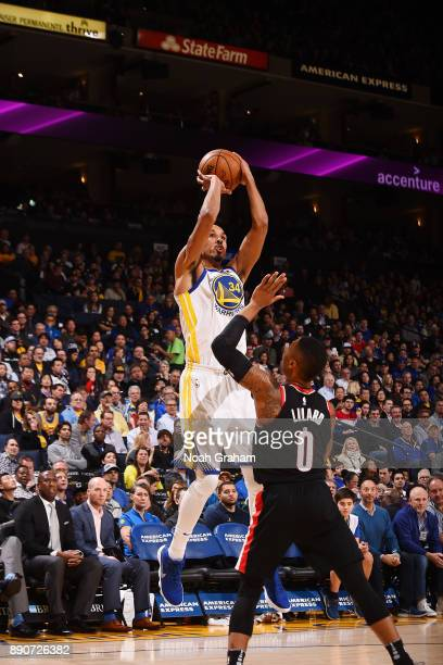 Shaun Livingston of the Golden State Warriors shoots the ball against the Portland Trail Blazers on December 11 2017 at ORACLE Arena in Oakland...