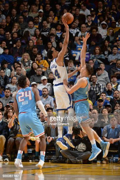 Shaun Livingston of the Golden State Warriors shoots the ball during the game against the Sacramento Kings on March 16 2018 at ORACLE Arena in...