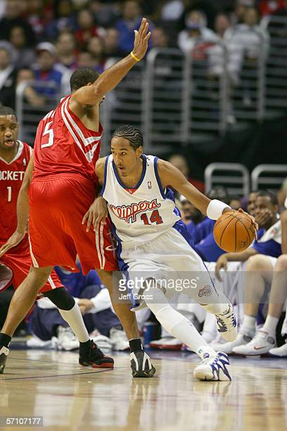 Shaun Livingston of the Los Angeles Clippers drives against Juwan Howard of the Houston Rockets at the Staples Center on December 17, 2005 in Los...