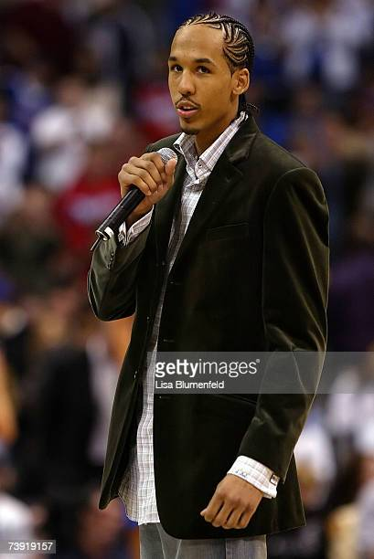Shaun Livingston of the Los Angeles Clippers talks to the crowd during a break in play in the first half against the New Orleans/Oklahoma City...