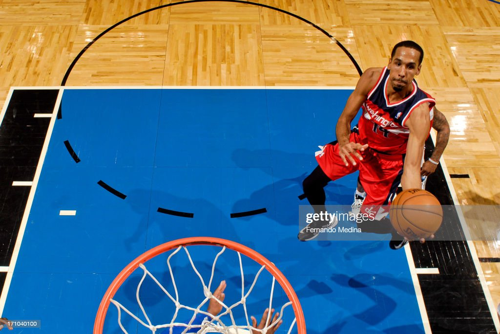 Shaun Livingston #14 of the Washington Wizards drives to the basket against the Orlando Magic on December 19, 2012 at Amway Center in Orlando, Florida.