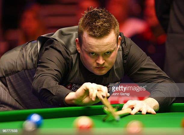 Shaun Murphy of England lines up a shot in his quarter final game against Mark Williams of Wales during the PokerStarscom Masters at Wembley Arena on...