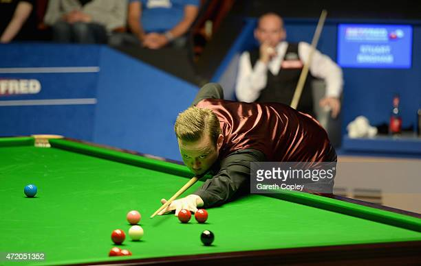 Shaun Murphy plays a shot against Stuart Bingham during the final of the 2015 Betfred World Snooker Championship at Crucible Theatre on May 3 2015 in...