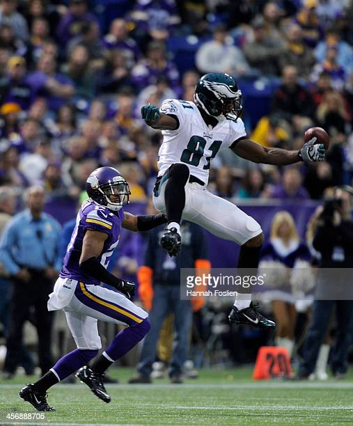 Shaun Prater of the Minnesota Vikings looks on as Jason Avant of the Philadelphia Eagles misses a reception during the third quarter of the game on...